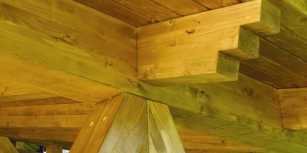 Detalle pilares unión con techo
