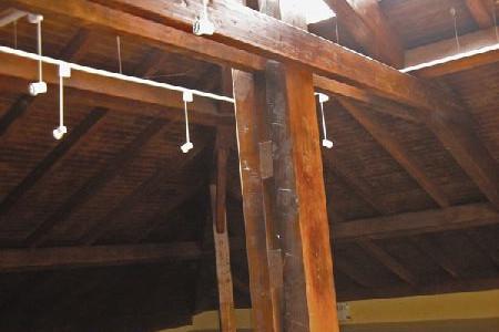 Viga madera en Buhardilla Casa Barcena