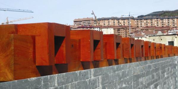 Detalle adornos muro parque Fuejo